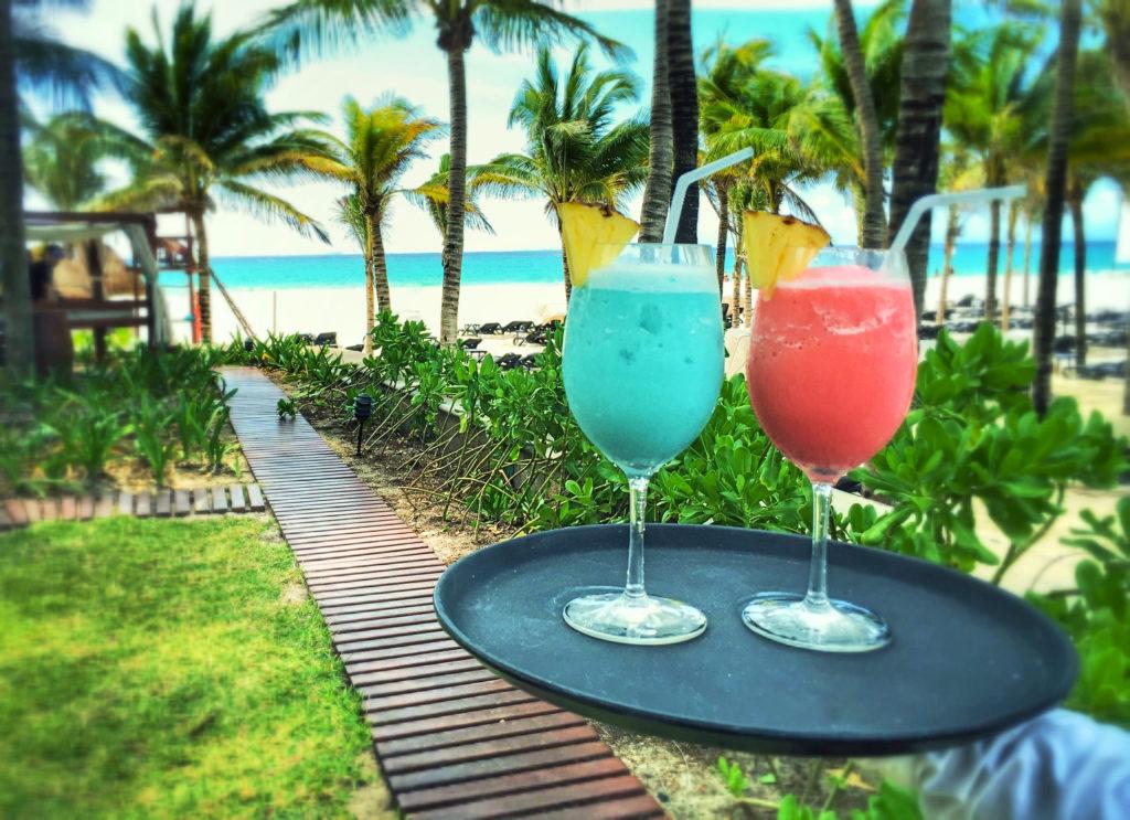 Cocktails tropicales y los mejores platos de la gastronomía de México. Una experiencia de lujo en turismo Gastronómico en Caribe mexicano, Riviera Maya.
