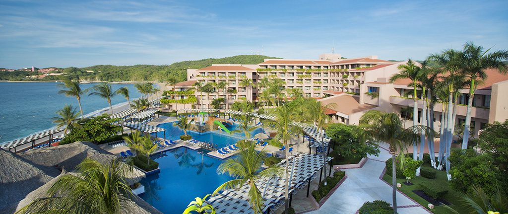 Vacation with kids in Mexico at one of the best family hotels: Barceló Huatulco Hotel