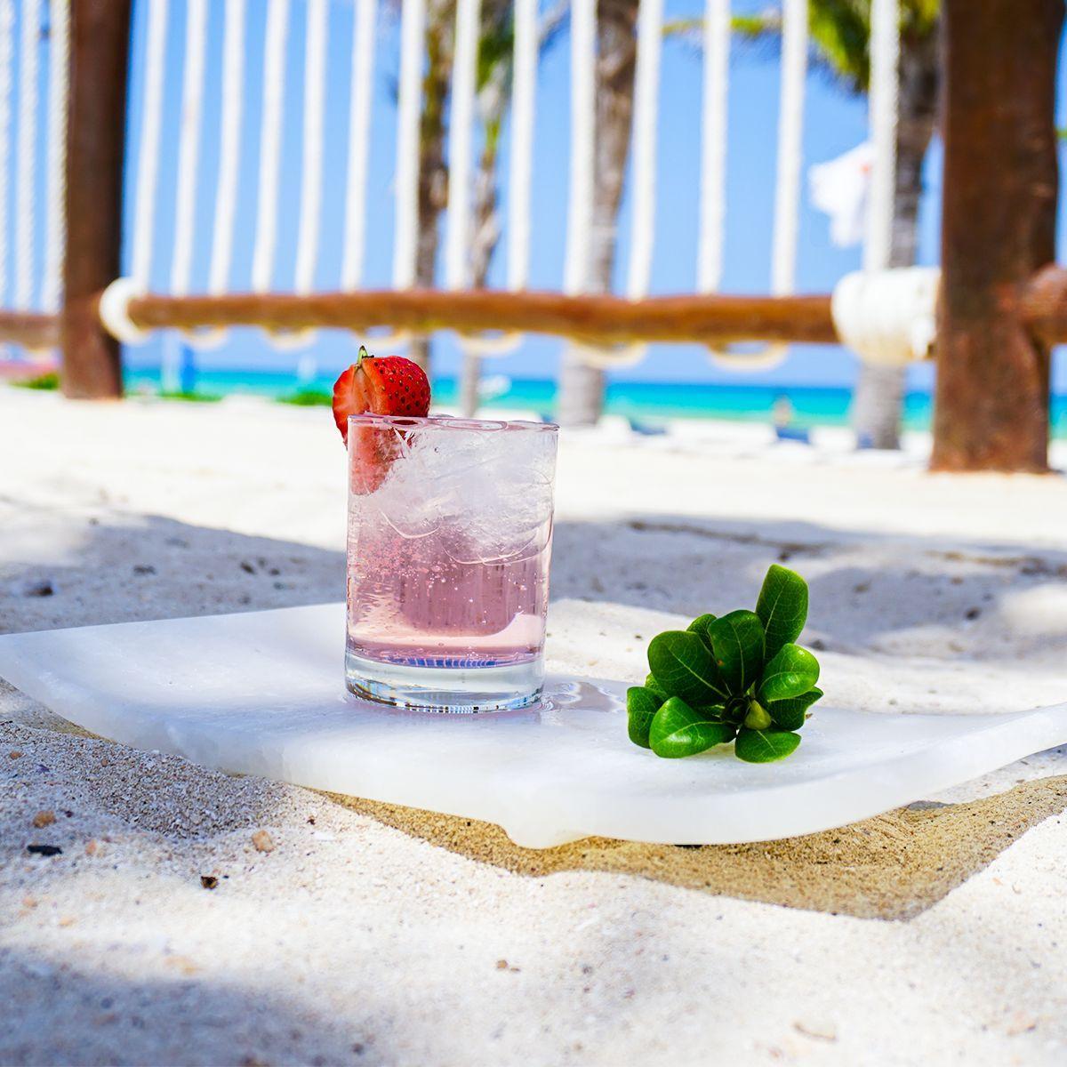 Cócteles tropicales para la playa