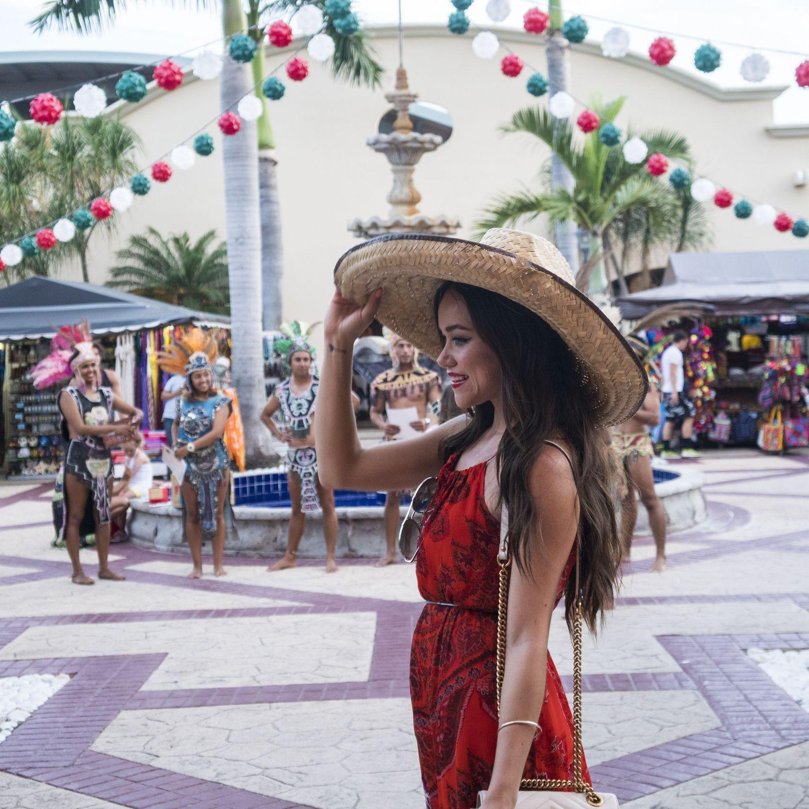 Comprar recuerdos de México en el hotel Barceló Maya Grand Resort