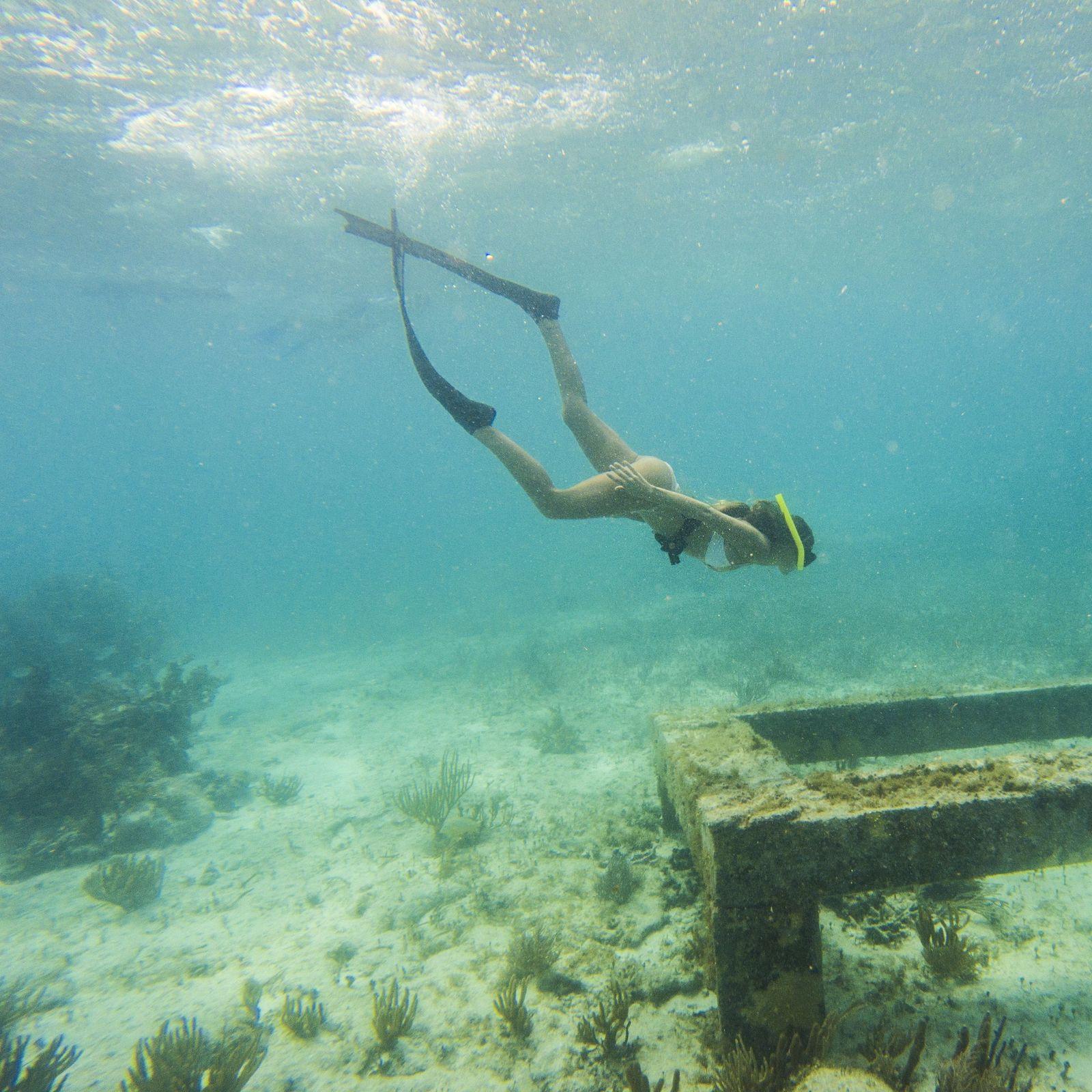 Fazer snorkel em MUSA em Cancún, México por Alex Lettrich